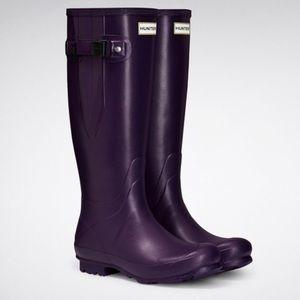 NWT Adjustable Hunter Rain Boots!
